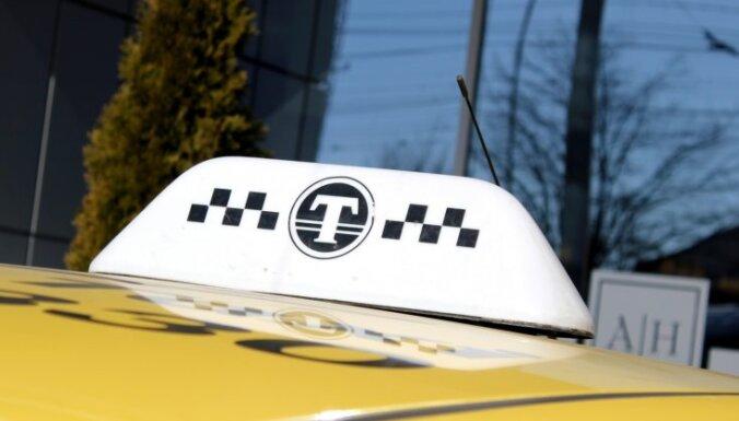 Таксист скрылся с оставленным в залог мобильником