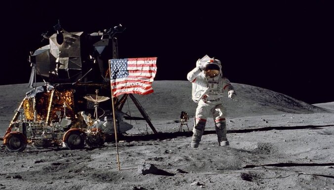 Ar mākslīgo intelektu vēsturiskos Mēness izpētes video padara vēl baudāmākus