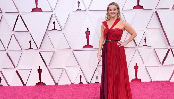 Foto: Desmit krāšņākās kleitas šā gada 'Oskaru' ceremonijā