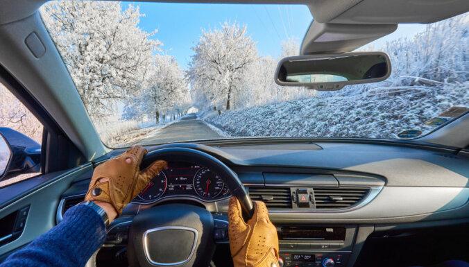 Autovadītāji svētku laikā bīstas no neapdomīgiem braucējiem, liecina aptauja