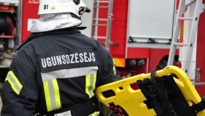 Dzīvojamās mājas ugunsgrēkā Rīgā gājuši bojā četri cilvēki