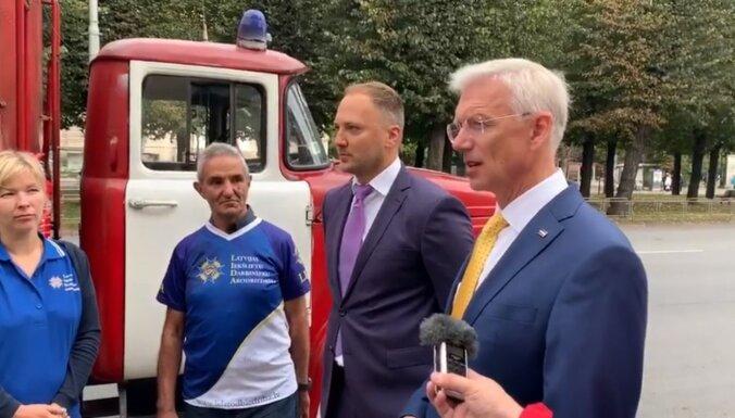 Video: 'Katru gadu zaudējam miljardu' – pie valdības piketē ugunsdzēsēji