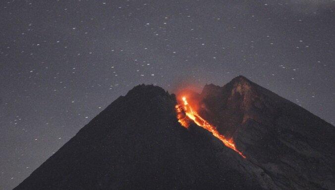 Indonēzijā divreiz izvirdis Merapi vulkāns