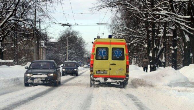Холод в Латвии: в выходные замерзла женщина, 16 человек в больницах