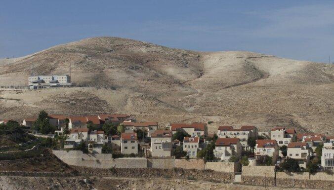 Pēc pakaļdzīšanās Izraēlas drošībnieki nošauj ar cirvi bruņotu palestīnieti