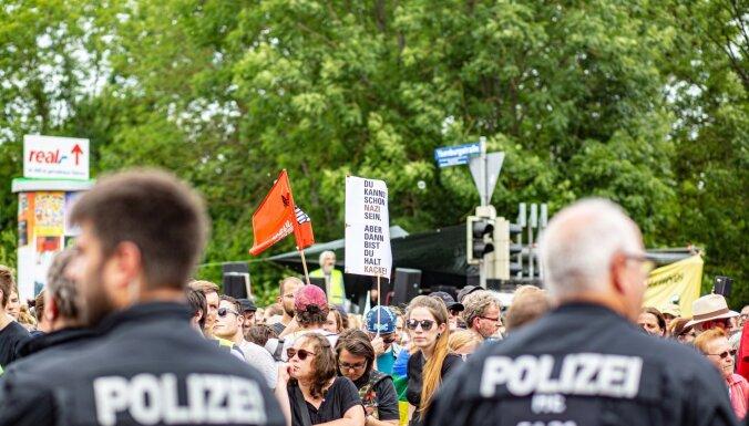 Vācijas žurnālisti pieprasa aizsardzību pret galēji labējiem ekstrēmistiem