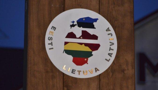 Video: Baltijas ceļa 25. gadadienai veltīta pieminekļa atklāšana Lietuvā