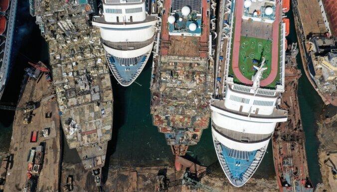 ФОТО. Как в турецком Измире разбирают отслужившие свой срок круизные лайнеры