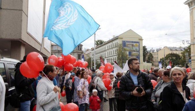 Krievu skolu aizstāvju protests aizritējis bez incidentiem