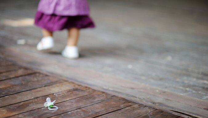 Kā atradināt bērnu no knupja Montesori manierē un citas metodes