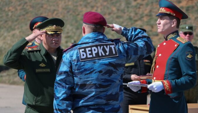 """Шойгу начал вручать медали """"За возвращение Крыма"""""""