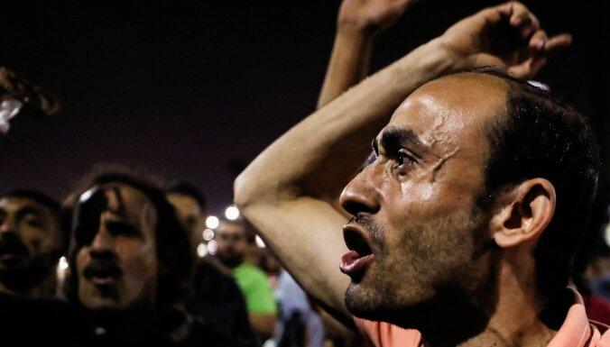 Foto: Jauns protestu vilnis Ēģiptē – demonstranti pieprasa al Sisi atkāpšanos