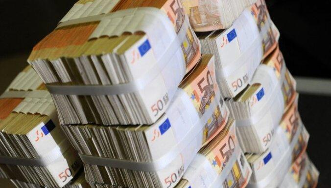 Viens miljons piecu eiro banknotēs sver 144 kilogramus