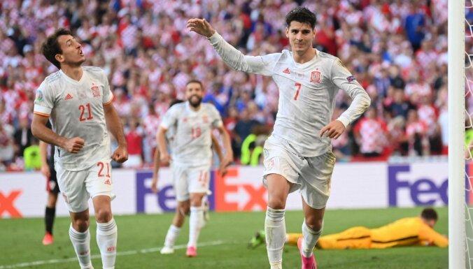 Futbola trilleris Kopenhāgenā: Spānija ielaiž kuriozus vārtus, nenotur vadību un uzvar pagarinājumā
