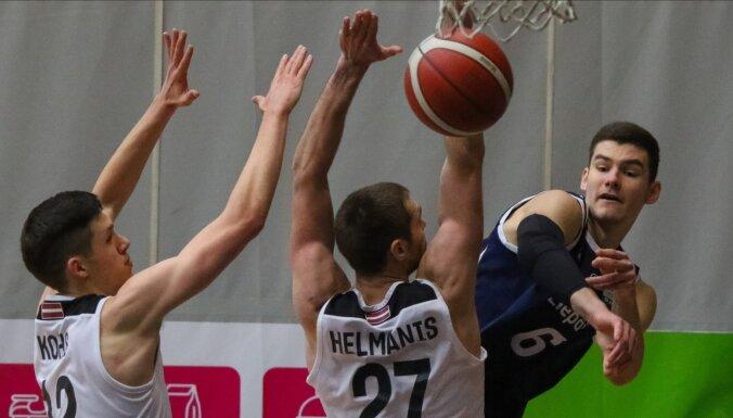 'VEF Rīga' basketbolisti abu komandu pamatturnīra pēdējā spēlē sagrauj 'Liepāju'