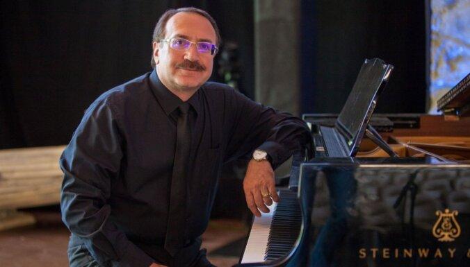 Rīgā notiks Baltijā vienīgais džeza pianista Daniila Krāmera jubilejas koncerts