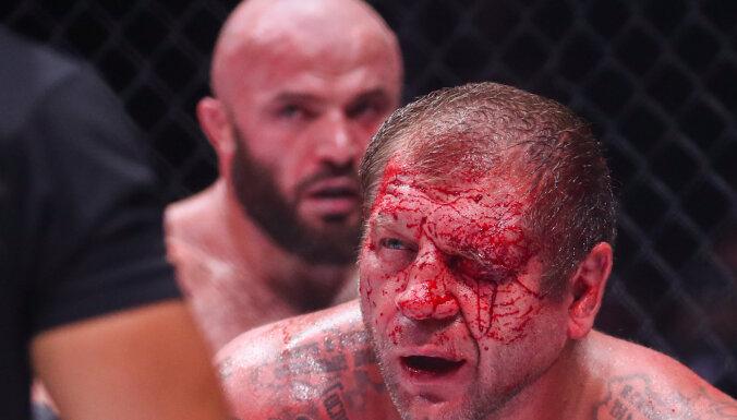 Весь в крови: Исмаилов уничтожил Емельяненко в неравном бою