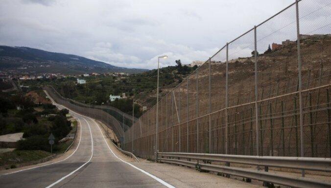 Африканские мигранты прорвали границу Испании