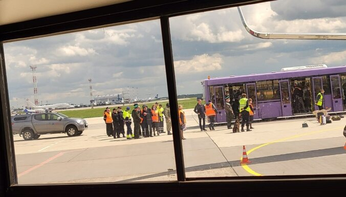 'Ryanair' reiss, kas tika novirzīts uz Minsku, vakarā ir piezemējies Lietuvā