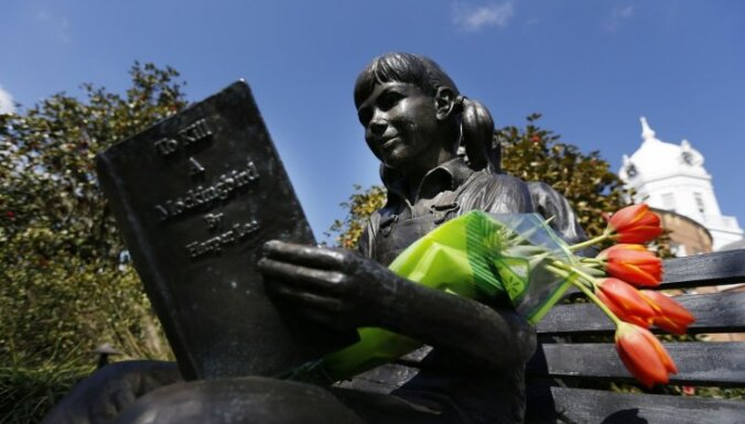 Misisipi skolā no obligātās literatūras saraksta izslēdz 'Kas nogalina lakstīgalu'