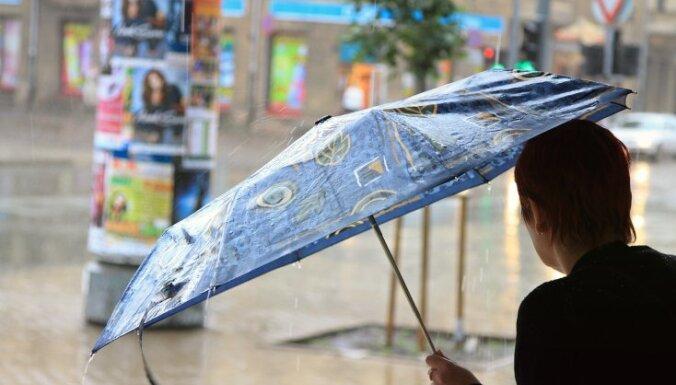 Nedēļas nogalē kļūs vēsāks, iespējams lietus