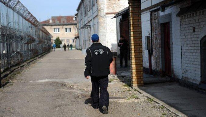 Pēdējos četros gados Latvijas cietumos pašnāvības izdarījuši 20 ieslodzītie