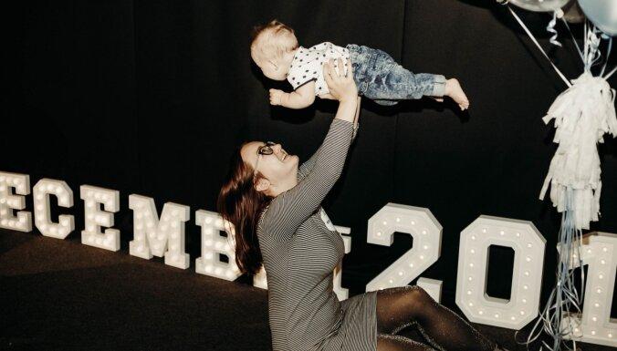 Foto: 2018. gada decembrī dzimušie mazuļi tiekas mammu rīkotā ģimenes dienā