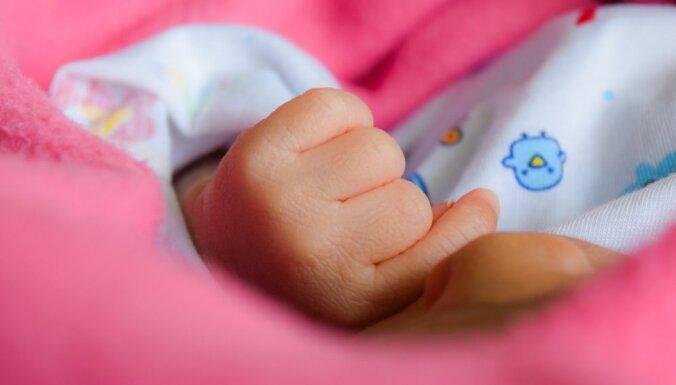 Svētdien Bērnu slimnīcas glābējsilītē atstāta piecas dienas veca meitenīte