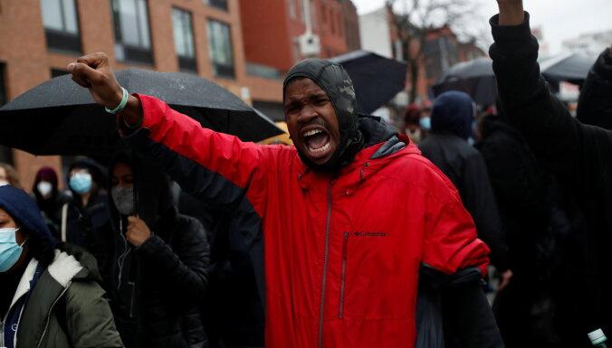 В Миннеаполисе ввели режим ЧС из-за протестов после убийства афроамериканца полицейским
