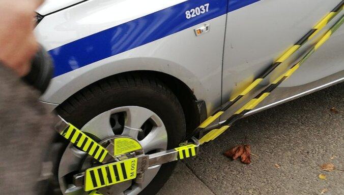 В Ригу вернулись блокираторы колес: что об этом надо знать