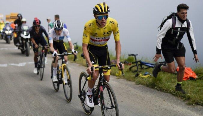 'Tour de France': Skujiņš septītajā desmitā; Pogačars kalnu posma finišā pārspēj konkurentus