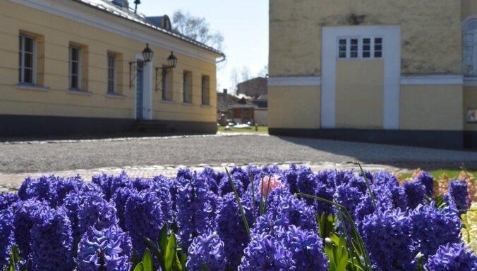 Kartupeļu vairs nav – kas mūsdienās aug Ventspils Livonijas ordeņa pils dārzā