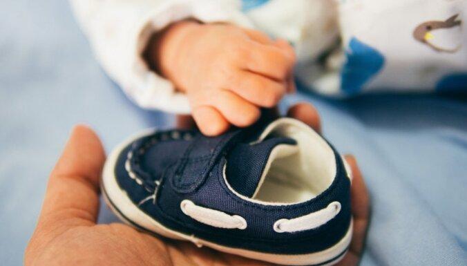 Valdība piešķir 8538 eiro pabalstu jūnijā dzimušo trīnīšu ģimenei