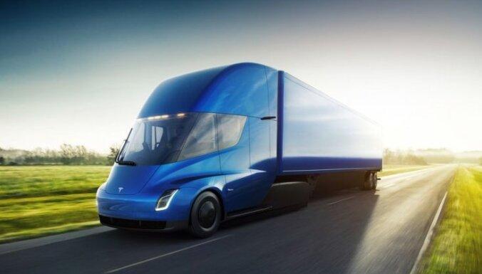 'Tesla' elektriskais kravas vilcējs ar pilnu uzlādi spēs nobraukt 1000 km