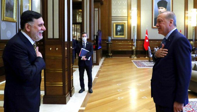 Turcija grib vēl ciešāk sadarboties ar Tripoles valdību; Haftaram draudot vientulība