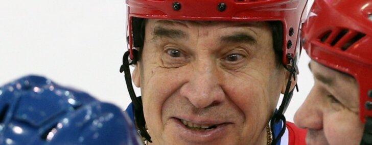 Miris leģendārās hokeja supersērijas PSRS – Kanāda aizsargs Jurijs Šatalovs