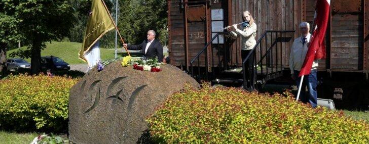 Foto: Komunistiskā genocīda upuru piemiņas pasākums pie Torņakalna stacijas