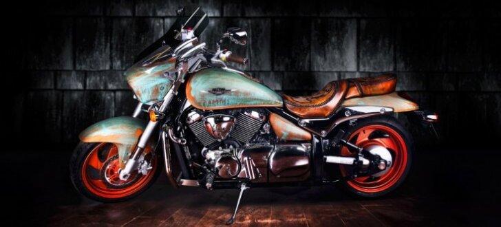 Bulgāru pārveidotais 'Suzuki' motocikls vintāžā stilā