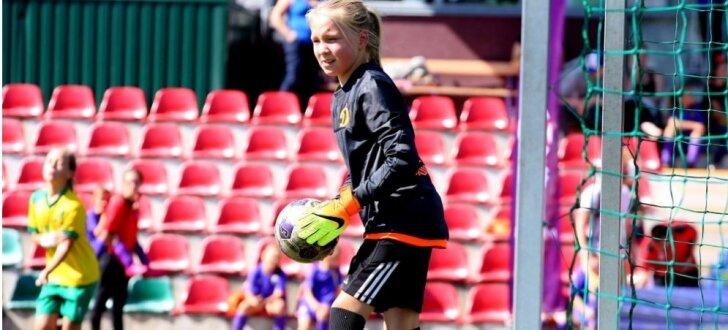 Foto: Noslēdzies Latvijas meiteņu futbola čempionāts pašām jaunākajām dalībniecēm