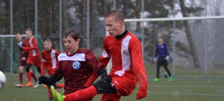 Foto: Spraigas cīņas LFF Futbola akadēmijas reģionālo izlašu turnīrā