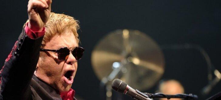 Sers Eltons Džons priecē klausītājus 'Arēnā Rīga'