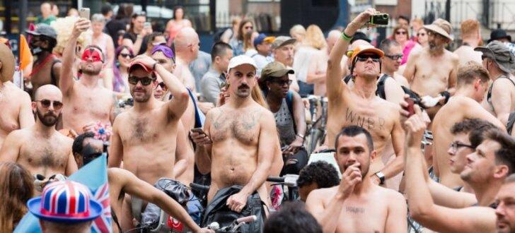 ФОТО: По Лондону проехали сотни голых велосипедистов