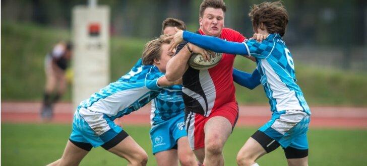Foto: Latvijas klubu jaunie regbisti 'audzē muskuļus' Prāgā