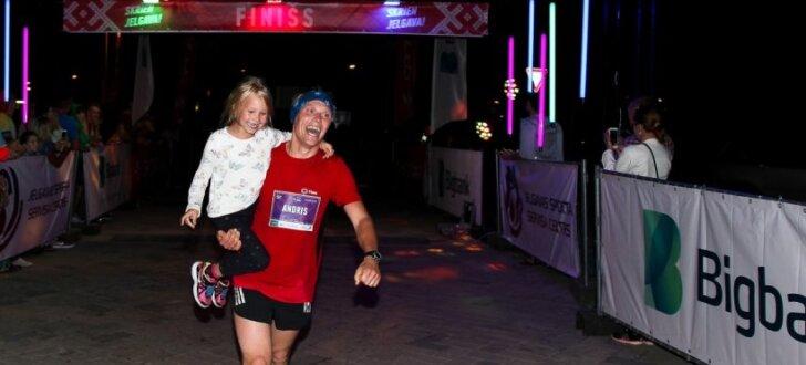 Foto: Aizvadīts Jelgavas nakts pusmaratons