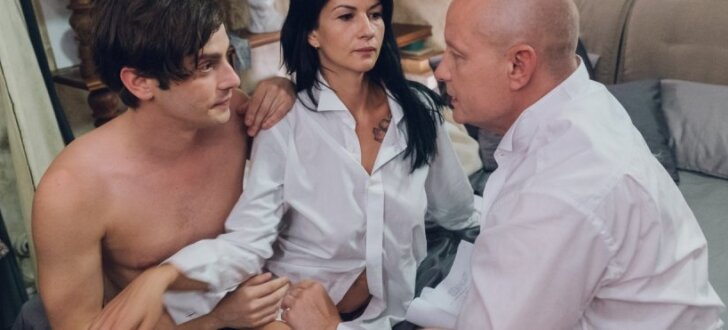 """ФОТО: Что происходит на съемочной площадке латвийской секс-комедии """"Свингеры"""""""