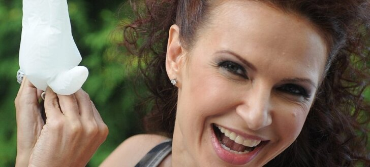 ФОТО, ВИДЕО: Эвелина Бледанс показала свою новую улучшенную грудь