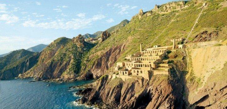 Жизнь на краю: 7 европейских городков, буквально построенных на скале