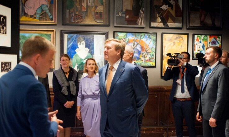Foto: Izstādi 'Latvijas gadsimts' apmeklējis Nīderlandes karalis