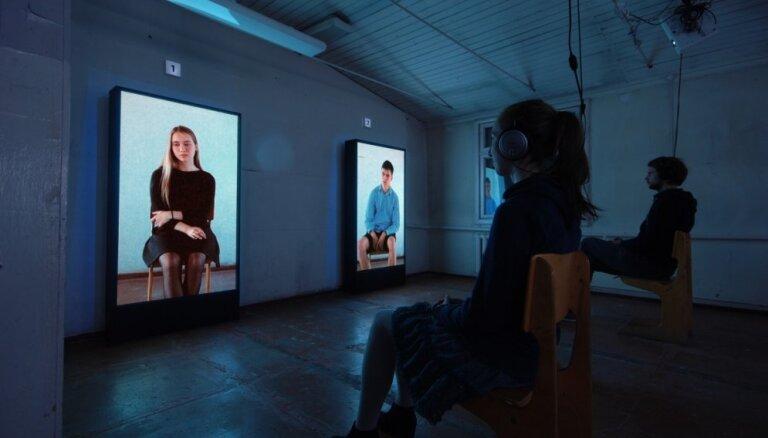 Liepājā rādīs Elmāra Seņkova izrādi-sarunu 'Mii Mii paaudze'