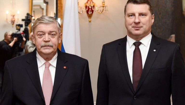 ФОТО: президент Латвии аккредитовал нового российского посла